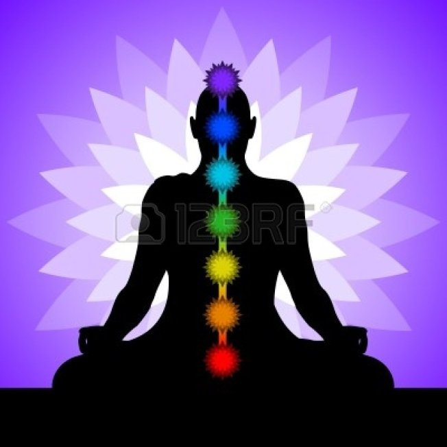 12394623-yoga-con-los-chakras-de-colores-de-una-posicion-de-loto-silueta-del-hombre-en-posicion-de-loto-ilust